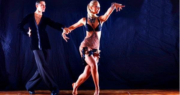 RollDans'ta 1 aylık Salsa, Bachata, Arjantin Tango, Zumba, Zeybek, Roman ve Düğün dansı 49 TL'den başlayan fiyatlarla! Fırsatın geçerlilik tarihi için DETAYLAR bölümünü inceleyiniz.