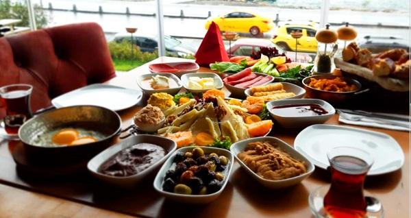 Üsküdar Yeşilçam Cafe & Bistro'da Kız Kulesi'ne nazır serpme kahvaltı 60 TL yerine 29 TL! Fırsatın geçerlilik tarihi için DETAYLAR bölümünü inceleyiniz.