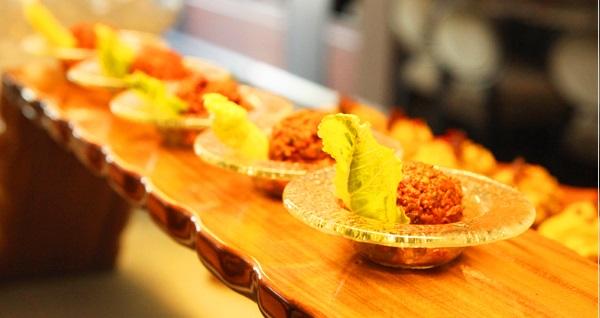 Divan İstanbul Asia Brasserie Restaurant'ta açık büfe iftar menüsü 89 TL'den başlayan fiyatlarla! Bu fırsat 6 Mayıs - 3 Haziran 2019 tarihleri arasında, iftar saatinde geçerlidir.
