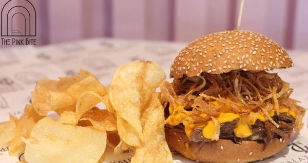 The Pink Bite'den tadına doyulmaz hamburger menüleri 24 TL'den başlayan fiyatlarla! Fırsatın geçerlilik tarihi için DETAYLAR bölümünü inceleyiniz.