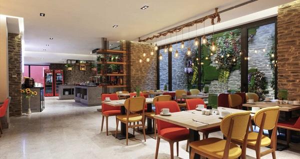 İbis Styles İstanbul Ataşehir'de kahvaltı dahil çift kişilik 1 gece konaklama seçenekleri 219 TL'den başlayan fiyatlarla! Fırsatın geçerlilik tarihi için, DETAYLAR bölümünü inceleyiniz.