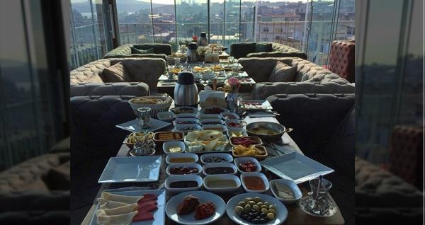 Sahmat Europe'da Süleymaniye'nin müthiş manzarası eşliğinde kahvaltı menüleri 28,90 TL'den başlayan fiyatlarla! Fırsatın geçerlilik tarihi için DETAYLAR bölümünü inceleyiniz.