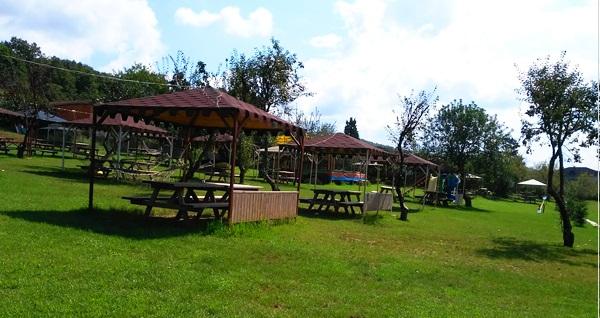 Polonezköy Mimoza Park'ta yeşillikler içinde semaver eşliğinde serpme kahvaltı keyfi kişi başı 50 TL! Fırsatın geçerlilik tarihi için DETAYLAR bölümünü inceleyiniz.