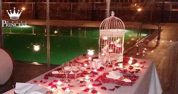 Ortaköy Princess Hotel'de havuz başı romantik evlilik teklifi ve sürpriz yemek organizasyonu ÇİFT KİŞİ 499 TL! Fırsatın geçerlilik tarihi için DETAYLAR bölümünü inceleyiniz.