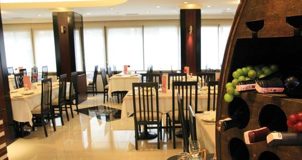 Konak Aksan Otel'de kahvaltı dahil çift kişilik 1 gece konaklama 155 TL! Fırsatın geçerlilik tarihi için, DETAYLAR bölümünü inceleyiniz.