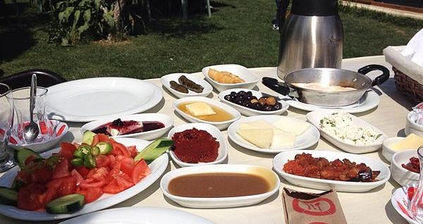 Yeşilin bahçesi Çiçekliköy Nirvana Restaurant'ta tek kişilik serpme kahvaltı lezzeti 27,90'dan başlayan fiyatlarla! Fırsatın geçerlilik tarihi için DETAYLAR bölümünü inceleyiniz.