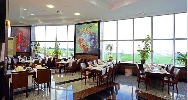 Eser Diamond Hotel'de havuz başında enfes lezzetlerle dolu iftar menüleri 79 TL den başlayan fiyatlarla! Bu fırsat 6 Mayıs - 3 Haziran 2019 tarihleri arasında, iftar saatinde geçerlidir.