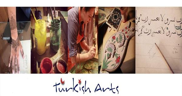 Sultanahmet Turkish Arts'da yetişkin ve çocuklara özel Ebru ve çini Atölyesi