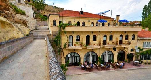 Kapadokya Jerveni Cave Hotel'in 10 bin yıllık odalarında kahvaltı dahil çift kişilik 1 gece konaklama seçenekleri 239 TL'den başlayan fiyatlarla! Fırsatın geçerlilik tarihi için DETAYLAR bölümünü inceleyiniz.