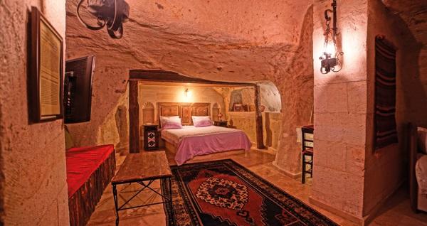 Kapadokya Jerveni Cave Hotel'in 10 bin yıllık odalarında kahvaltı dahil çift kişilik 1 gece konaklama seçenekleri 279 TL'den başlayan fiyatlarla! Fırsatın geçerlilik tarihi için DETAYLAR bölümünü inceleyiniz.