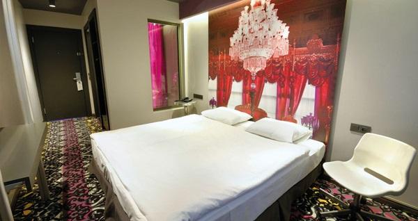 Pera Tulip City Hotel Taksim'de kahvaltı dahil tek veya çift kişilik 1 gece konaklama 239 TL! Fırsatın geçerlilik tarihi için DETAYLAR bölümünü inceleyiniz.