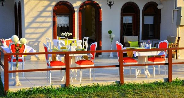 Ağva Inn Hotel'in jakuzili odalarında kahvaltı dahil çift kişilik 1 gece konaklama seçenekleri 199 TL'den başlayan fiyatlarla! Fırsatın geçerlilik tarihi için DETAYLAR bölümünü inceleyiniz.