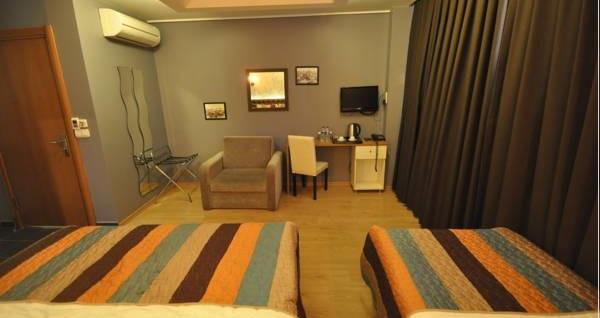 Beyoğlu Retropera Hotel'de konaklama seçenekleri 140 TL'den başlayan fiyatlarla! Fırsatın geçerlilik tarihi için DETAYLAR bölümünü inceleyiniz.