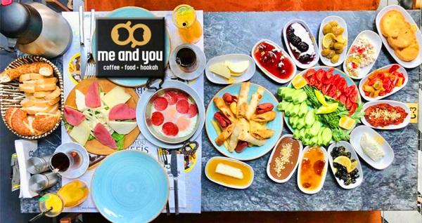Buca Me And You Cafe'de sınırsız çay eşliğinde serpme kahvaltı keyfi ve Türk kahvesi ikramı 39,90 TL! Fırsatın geçerlilik tarihi için DETAYLAR bölümünü inceleyiniz.