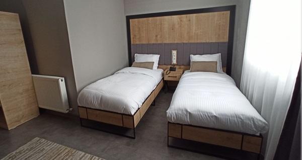 The İstanbul Airport Hotel'de standart odalarda tek veya çift kişi 1 gece konaklama 179 TL'den başlayan fiyatlarla! Fırsatın geçerlilik tarihi için DETAYLAR bölümünü inceleyiniz.