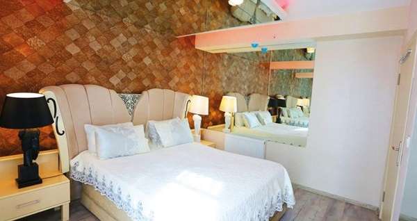 Ataşehir Hera Suits & Residence'da lüks konaklama deneyimi! Farklı odalarda çift kişilik 1 gece konaklama seçenekleri 175 TL'den başlayan fiyatlarla! Fırsatın geçerlilik tarihi için, DETAYLAR bölümünü inceleyiniz.
