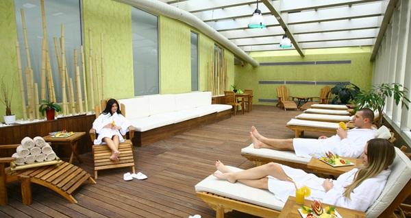 Holiday Inn Istanbul Airport Mandala Spa'da masaj, ıslak alan ve tesis kullanımını içeren paketler 99 TL'den başlayan fiyatlarla! Fırsatın geçerlilik tarihi için DETAYLAR bölümünü inceleyiniz. Masaj haftanın her günü 10.00 - 15.00 & tesis haftanın her günü 06.30 - 23.00 saatleri arasıdır.