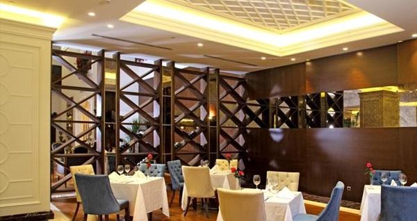 Merter Ramada Hotel & Suites'te çift kişilik 1 gece konaklama seçenekleri 249 TL'den başlayan fiyatlarla! Fırsatın geçerlilik tarihi için DETAYLAR bölümünü inceleyiniz.