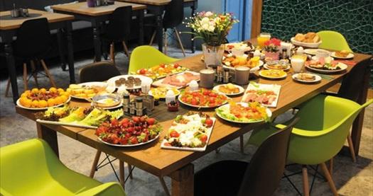 Ortaköy El Gusto Hotel'de kahvaltı dahil çift kişilik 1 gece konaklama 220 TL'den başlayan fiyatlarla! Fırsatın geçerlilik tarihi için, DETAYLAR bölümünü inceleyiniz.