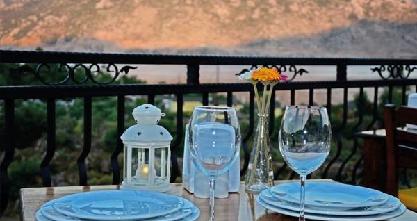Selimiye Saklı Bahçe'de kahvaltı dahil çift kişilik 1 gece konaklama 325 TL'den başlayan fiyatlarla! Fırsatın geçerlilik tarihi için, DETAYLAR bölümünü inceleyiniz.