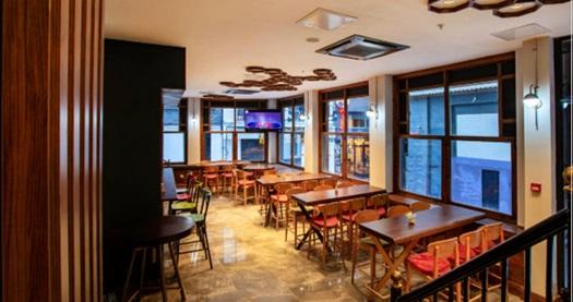 Beyoğlu West Palace Hotel'de çift kişi 1 gece konaklama seçenekleri 189 TL'den başlayan fiyatlarla! Fırsatın geçerlilik tarihi için DETAYLAR bölümünü inceleyiniz.