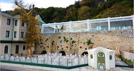 Tarabya İstanbul Vilayetler Evi'nde Boğaz kıyısında tadına doyulmaz manzara eşliğinde açık büfe iftar 49 TL'den başlayan fiyatlarla! 7 Temmuz hariç; 19 Haziran-16 Temmuz 2015 tarihleri arasında, iftar saatinde geçerlidir.