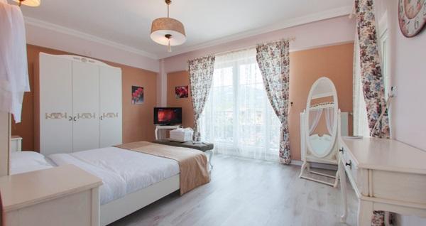 Sapanca Room Room Hotel'de çift kişilik 1 gece konaklama 200 TL'den başlayan fiyatlarla! Fırsatın geçerlilik tarihi için DETAYLAR bölümünü inceleyiniz.