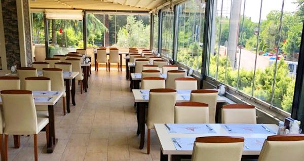 Doğayla başbaşa tatil keyfi! The Hotel Sapanca'da 2, 3 veya 4 kişilik 1 gece konaklama seçenekleri 150 TL'den başlayan fiyatlarla! Fırsatın geçerlilik tarihi için, DETAYLAR bölümünü inceleyiniz.
