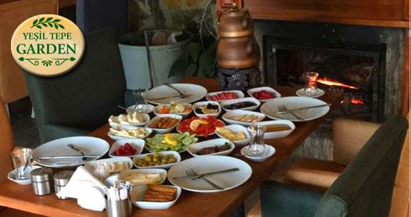 Yeşil Tepe Garden'da Türk kahvesi eşliğinde kahvaltı seçenekleri