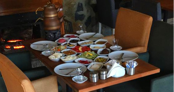 Yeşil Tepe Garden'da Türk kahvesi eşliğinde kahvaltı seçenekleri 22,50 TL'den başlayan fiyatlarla! Fırsatın geçerlilik tarihi için DETAYLAR bölümünü inceleyiniz.