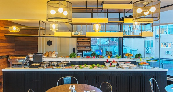 Ada Karaköy Hotel'de kahvaltı dahil çift kişilik 1 gece konaklama! Fırsatın geçerlilik tarihi için, DETAYLAR bölümünü inceleyiniz.