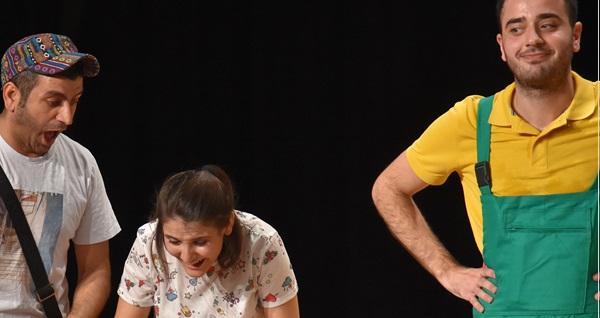 """'Floyd Usta'nın Düşler Atölyesi' tiyatro oyununa biletler 17,50 TL'den başlayan fiyatlarla! Tarih ve konum seçimi yapmak için """"Hemen Al"""" butonuna tıklayınız."""