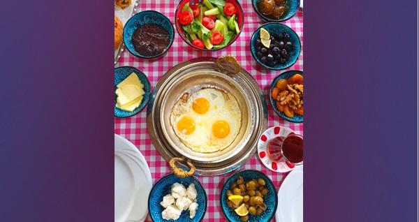 Muratpaşa Şirin Fırın & Cafe Pasta'da sınırsız çay eşliğinde organik ürünlerden oluşan serpme kahvaltı 20 TL! Fırsatın geçerlilik tarihi için, DETAYLAR bölümünü inceleyiniz.