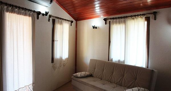 Muğla Akbük Blue Parrot Otel'de bungalov evlerde 2 ya da 3 kişilik konaklama seçenekleri 109 TL'den başlayan fiyatlarla! Fırsatın geçerlilik tarihi için, DETAYLAR bölümünü inceleyiniz.