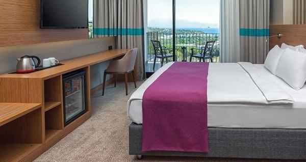 Çeşme Ayayorgi Hotel By T'de kahvaltı dahil çift kişilik 1 gece konaklama seçenekleri 199 TL'den başlayan fiyatlarla! Fırsatın geçerlilik tarihi için, DETAYLAR bölümünü inceleyiniz.