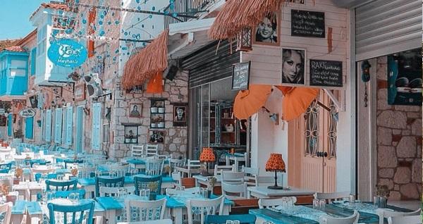 Meydan d'Azur Alaçatı'da kahvaltı dahil çift kişilik 1 gece konaklama 299 TL! Fırsatın geçerlilik tarihi için, DETAYLAR bölümünü inceleyiniz.