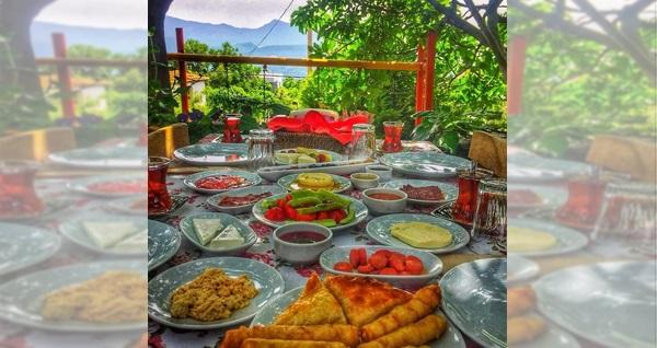Çiçekliköy Zeytindalı Kahvaltı Evi'de sınırsız çay eşliğinde enfes serpme köy kahvaltısı keyfi kişi başı 27,90 TL! Fırsatın geçerlilik tarihi için DETAYLAR bölümünü inceleyiniz.