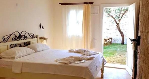 Doğal güzellikler ile iç içe Cunda Poseidon Hotel'in farklı odalarında kahvaltı dahil çift kişilik 1 gece konaklama seçenekleri 450 TL'den başlayan fiyatlarla! Fırsatın geçerlilik tarihi için DETAYLAR bölümünü inceleyiniz.