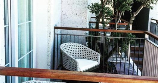 Alaçatı Alalucca Butik Otel'de Sevgililer Günü'nde de geçerli çift kişilik 1 gece konaklama 119 TL'den başlayan fiyatlarla! Fırsatın geçerlilik tarihi için, DETAYLAR bölümünü inceleyiniz.