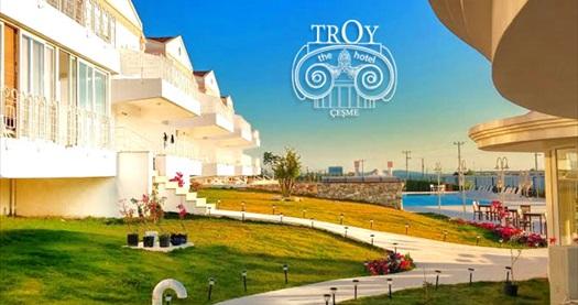 Çeşme Troy Boutique Hotel'de deniz manzaralı odalarda çift kişilik 1 gece konaklama seçenekleri 230 TL'den başlayan fiyatlarla! Fırsatın geçerlilik tarihi için DETAYLAR bölümünü inceleyiniz.