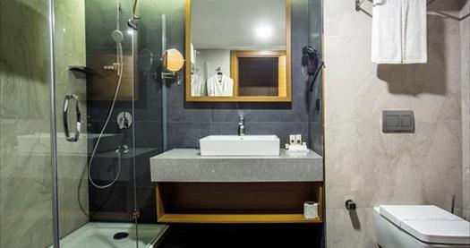 Willmont Hotel Balıkesir'de HAFTA SONU çift kişilik 1 gece sadece konaklama 289 TL! Fırsatın geçerlilik tarihi için, DETAYLAR bölümünü inceleyiniz.