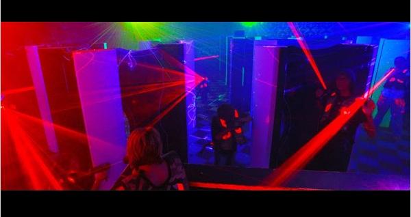 Eğlenceli dakikalar sizi bekliyor! Zorlu Center Funloft'ta 20 dakikalık Lazer Tag oyununa giriş 30 TL! Fırsatın geçerlilik tarihi için, DETAYLAR bölümünü inceleyiniz.