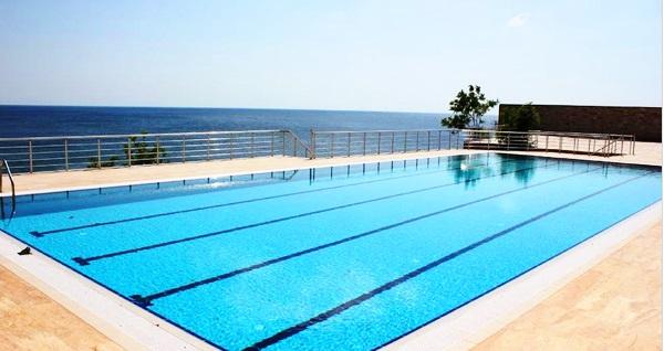 Silivri Selimpaşa Konağı Hotel'de deniz manzaralı havuz keyfi! Günübirlik açık havuz kullanımı kişi başı 24,90 TL'den başlayan fiyatlarla! Fırsatın geçerlilik tarihi için DETAYLAR bölümünü inceleyiniz.