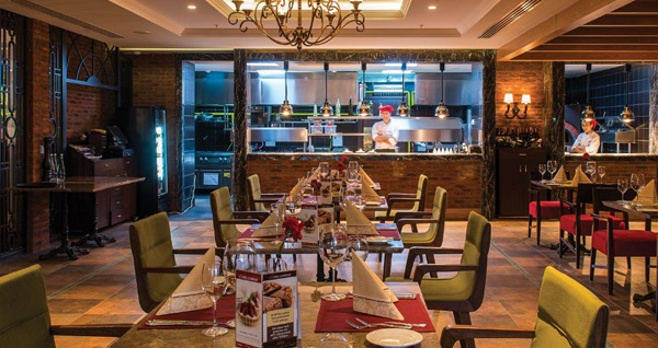 Florya Elite World Business Hotel The Grill Ocakbaşı'nda açık büfe iftar menüsü 95 TL! Bu fırsat 6 Mayıs - 3 Haziran 2019 tarihleri arasında, iftar saatinde geçerlidir.