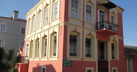 Çeşme Antik Rıdvan Hotel'de çift kişilik 1 gece konaklama 179 TL! Fırsatın geçerlilik tarihi için, DETAYLAR bölümünü inceleyiniz.