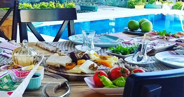 Doğanın kalbindeki Sapanca Rif Butik Otel'de kahvaltı dahil çift kişilik 1 gece konaklama keyfi 250 TL'den başlayan fiyatlarla! Fırsatın geçerlilik tarihi için, DETAYLAR bölümünü inceleyiniz.