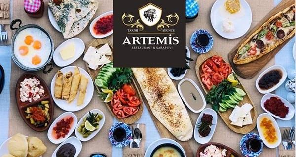 Güne Şirince Köyü'nde başlayacağınız Artemis Restaurant'tan ödüllü lezzet! Sınırsız çay eşliğinde serpme kahvaltı (kişi başı) 35 TL! Fırsatın geçerlilik tarihi için, DETAYLAR bölümünü inceleyiniz.