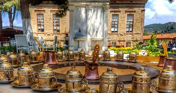 Güne Şirince Köyü'nde başlayacağınız Artemis Restaurant'tan ödüllü lezzet! Sınırsız çay eşliğinde serpme kahvaltı kişi başı 29,90 TL! Fırsatın geçerlilik tarihi için, DETAYLAR bölümünü inceleyiniz.