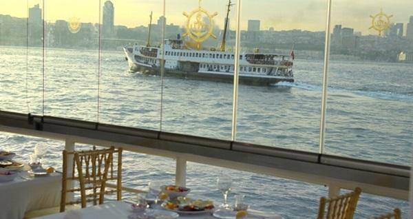 Lüfer-6 gemisi ile canlı fasıl ve semazen gösterisi eşliğinde Boğaz'da zengin iftar menüsü 55 TL'den başlayan fiyatlarla! Bu fırsat 6 Mayıs - 3 Haziran 2019 tarihleri arasında, iftar saatinde geçerlidir.