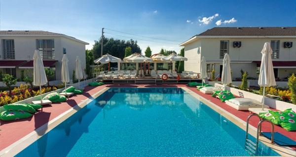 Çeşme Vela Garden Resort'ta dubleks villalarda çift kişilik 1 gece konaklama seçenekleri 229 TL'den başlayan fiyatlarla! Fırsatın geçerlilik tarihi için, DETAYLAR bölümünü inceleyiniz.